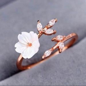 Jewelry - Adjustable Pearl Flower Ring